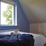 le-manoir-de-houlle-eperlecques-chambre-bleu-lit-fenetre