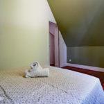 le-manoir-de-houlle-eperlecques-chambre-verte-lit-porte